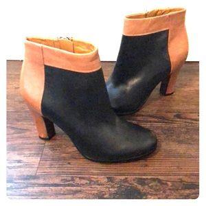 Sam Edelman Black and Tan Booties, size 6
